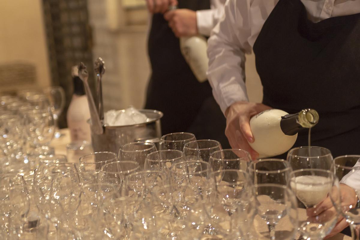 Fotografía de eventos camareros sirviendo