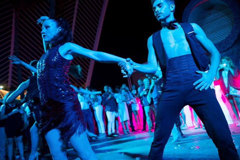 Fotografía de eventos presentación con bailarines